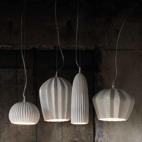 Keramik-Lampe mit weißem Schirm in vier Formen