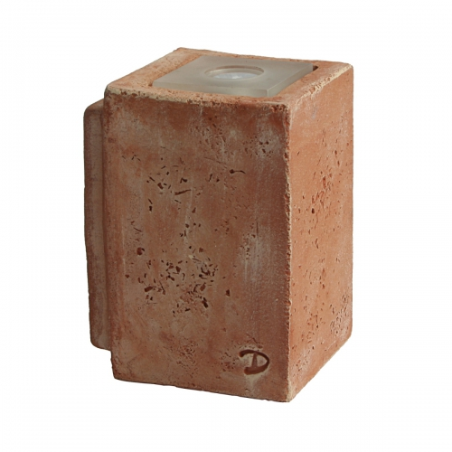 Mittleres Modell des Wandfluters in lehmbrauner Keramik
