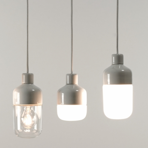 Minimalistische weiße Keramiklampe mit verschiedenen Schirmgrößen