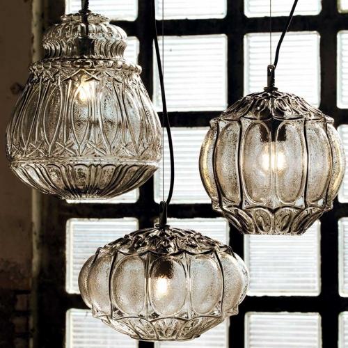 Orientalisch anmutende Glaslampen drei Formen und zwei Farben