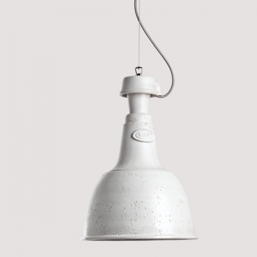 Fabriklampe in mattweißer Keramik