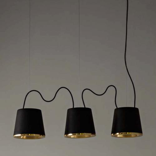 Dreiflammige Tischpendelleuchte mit Schirmen in matt-schwarzer Keramik mit semi-glänzendem Goldeinsatz