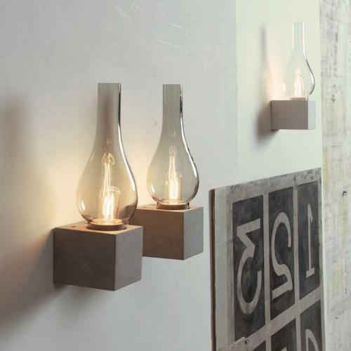 Windlicht mit Beton-Sockel als Wandlampe